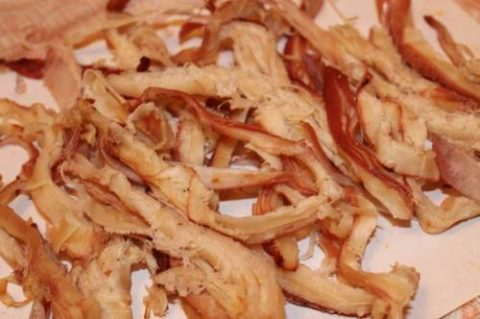 Готовое к употреблению мясо перуанского кальмара