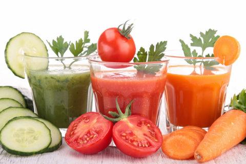 Свежие соки, полученные из овощей, рекомендуются при чистке сосудов
